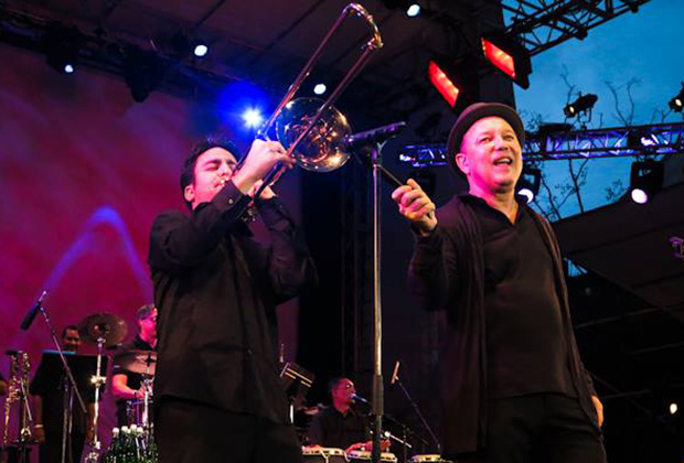 Achilles performing with Ruben Blades